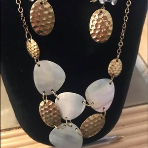 Avon Hammered Disk Necklace & Earring Set Gold